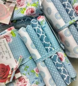 Rosen auf Blau - Fat Quarter Paket