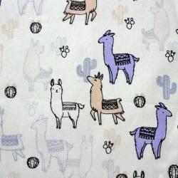 Llama beige und blau auf weissem Hintergrund by  Indigofabrics