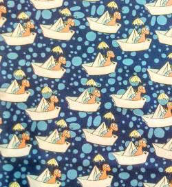 Steinbeck Käfer im Boot - auf blauem Hintergrund